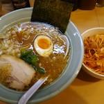 溝ノ口野郎 - 濃厚 鶏ガラと煮干しの醤油ラーメン700円 トッピンク辛ネギ150円