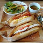 穂っと穂っと - 料理写真:やわらかムネ肉とキノコとチーズのコッペパンサンド&卵とベーコンのコッペパンサンド
