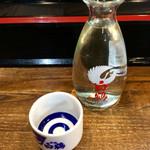 ラーメン豚の助 - 「日本酒」(350円)。常温、蛇の目猪口で。