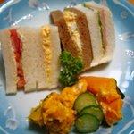 メルヘン - MIXサンド¥350、かぼちゃサラダ(小)¥250ほど。