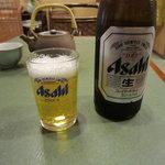 鰻 木屋 - 瓶ビールを飲んで鰻丼待ち♪