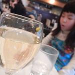 スページオ  - グラス白ワイン
