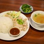 ティーヌンキッチン - タイの鶏飯¥820 +パクチートッピング¥100