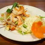 ティーヌンキッチン - 海老とアボカドのサラダ¥890