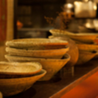 織部焼、信楽焼、作家作品がシンプルな料理を引き立てる