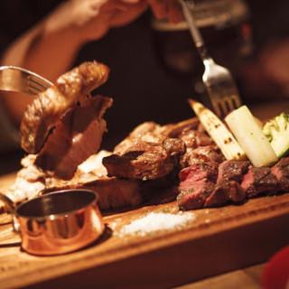 門崎熟成肉を中心としたグリルや旬の食材を使った料理をご提供