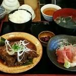 61407210 - キキン煮付けと刺身付定食:1,500円
