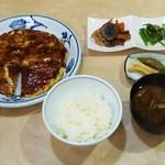 川とく - 料理写真:ランチ定食・お好み焼き(豚肉 、玉子入り)(860円)