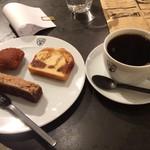 イオタ タカハシ コーヒー - チョイスケーキ、ブレンド