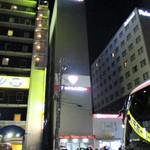 麺家獅子丸 - 道路を挟んで向かい側のスーパーホテル北側にあるJネットレンタカーの立体駐車場で100円/20分で駐車しました。