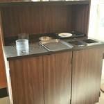 スターバックス・コーヒー イオン扶桑店 - ごみ箱はコンディメントバーの反対側