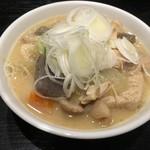 自家製麺 名無し - モツ煮(小)