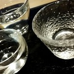 桜肉寿司と飛騨牛もつ鍋 TATE-GAMI - 飲み比べ おちょこがカワイイ