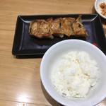 61413088 - Aセット(ひと口餃子+ライス)