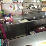 吉星餃子 - 厨房内は 整理整頓されてる