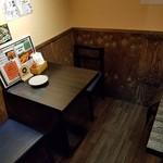 あべの たこやき やまちゃん - 奥のテーブル席