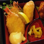 グリル 椥 - なぎ弁当の 海老フライ とクリームコロッケ