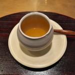 蓮香 - ファッチューチョンの上澄みのスープ。滋味深いという言葉が過不足なし。