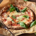 ベーカリー・レストラン ルフラン - 料理写真:マルゲリータ (Margherita) は、イタリア料理のピザの種類の1つで、ナポリピッツァの代表でもある。この名称は、イタリア王妃マルゲリータ・ディ・サヴォイア=ジェノヴァ(以降、「イタリア王妃」)に由来する。