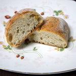 ottoパン - 松の実パン 断面