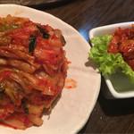 赤坂大関 - 白菜キムチにチャンジャ