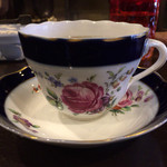珈夢 - ドリンク写真:私がチョイスしたドイツ製のカップ。 深いブルーにピンクの薔薇が素敵♡