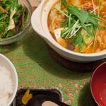 ゴリラ食堂 - 豚肉チゲ鍋定食:850円/2017年1月