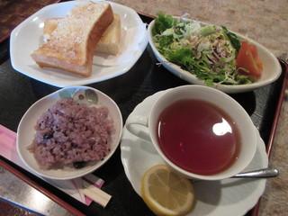秋桜 - トースト(サラダ付き)&レモンティー