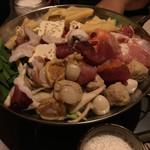 焼き鳥と燻製の居酒屋 あじどり - 鶏鍋