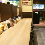 京都 肉食堂 - カウンター席