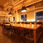 ティンバーズ カフェ ツキジ テーブル - 広々とした店内♪天井も高いんです☆