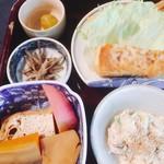 61442821 - 豆腐が中心の小鉢たち(^^)