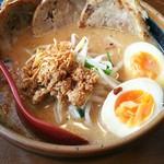 61446157 - 北海道 炙りチャーシュー麺(ランチ 煮玉子)