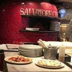 SALVATORE CUOMO&BAR 三ノ宮店 - 着席前に出来上がったピッツァ