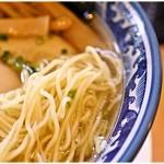 61453549 - 軽い食感と適度なコシを兼ね備えた麺。