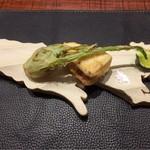 傳 - 千葉産プンタレッラのフリット       奄美産早生筍と熟成ヒラスズキの挟み揚げ