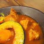 スープカレー食堂 ROCKETS - チキン1/2ととろとろポークと旬野菜7品目のスープカレー