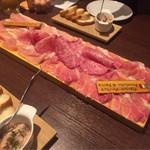 61458559 - イタリア・パルマ産生ハムとサラミのてんこ盛り(1,380円)