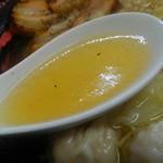 醤魂中華そば - 牛骨でしょうか?淡麗系の透き通ったスープ、優しくて好きですね。