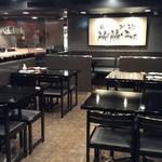 六本木 福鮨 - メインダイニング。テーブル席