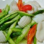 リトル成都 - イカとアスパラの塩炒め