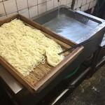 宮川製麺所 - 麺は出来上がってしばらく経ってますね^^でも、イイんです('◇')ゞ