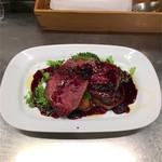 クインテット - シカ肉のロースト イチジクとバローロのソース