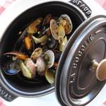 グローストック - アサリとムール貝のビール蒸し