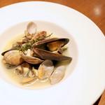 イタリアン・ビストロ・ヒライ - いろんな貝の白ワイン蒸し (900円) '16 1月上旬