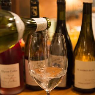 常連の方々に好評の,毎日変わるグラスワイン12‐15種類