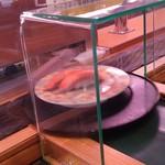 61474816 - 搬送されるお寿司