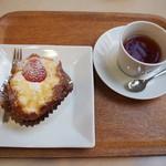 ママのえらんだ元町ケーキ - ざくろと紅茶