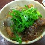 元祖串かつ だるま - この味、好きです。こんにゃくたっぷり、どて煮