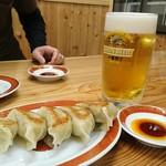 中華そば 浜田屋 県庁店 - まずはビールと餃子で…